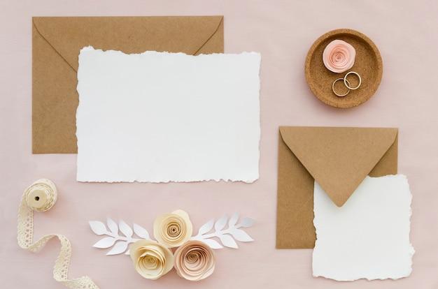 Vista superior do convite de casamento elegante