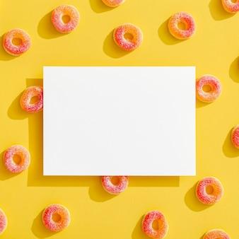 Vista superior do doce de gelatina com espaço de cópia