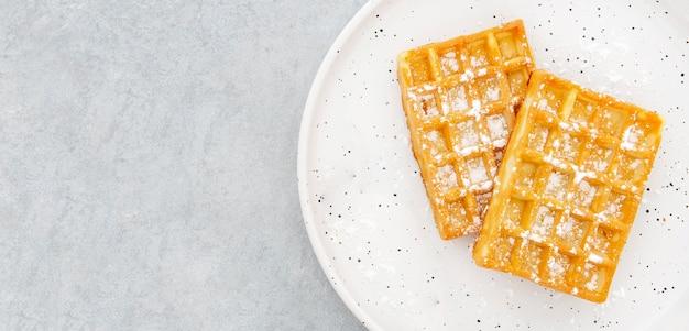 Vista superior do espaço da cópia do waffle Foto gratuita
