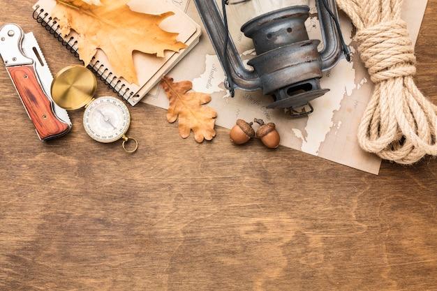 Vista superior do essencial de outono com espaço de cópia
