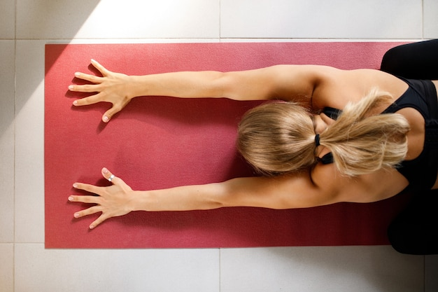 Vista superior do exercício de ioga
