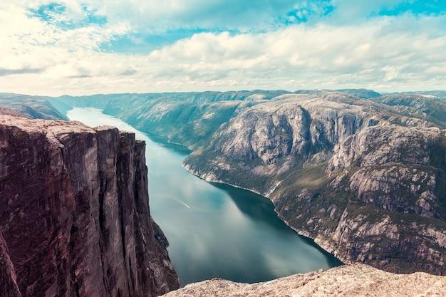 Vista superior do fiorde norueguês