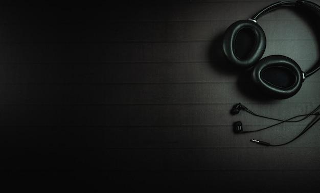 Vista superior do fone de ouvido com um espaço de texto ou mensagem para design
