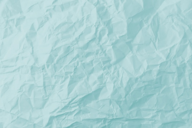 Vista superior do fundo azul de papel amassado.
