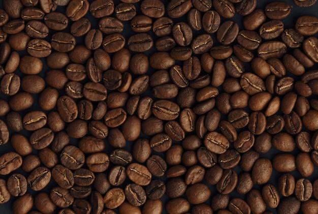 Vista superior do fundo de grãos de café torrados frescos