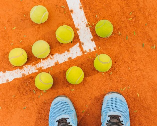 Vista superior do grupo de bolas de tênis