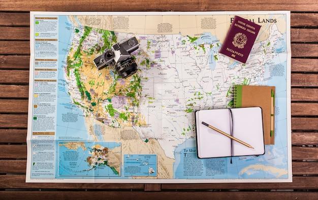 Vista superior do mapa de viagem