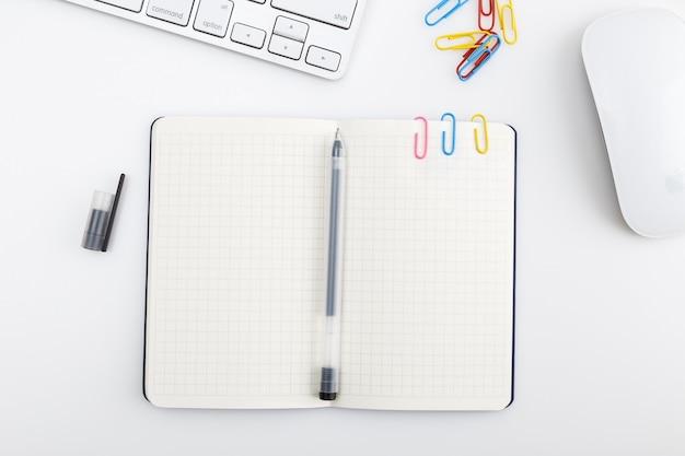 Vista superior do notebook e decoração do teclado