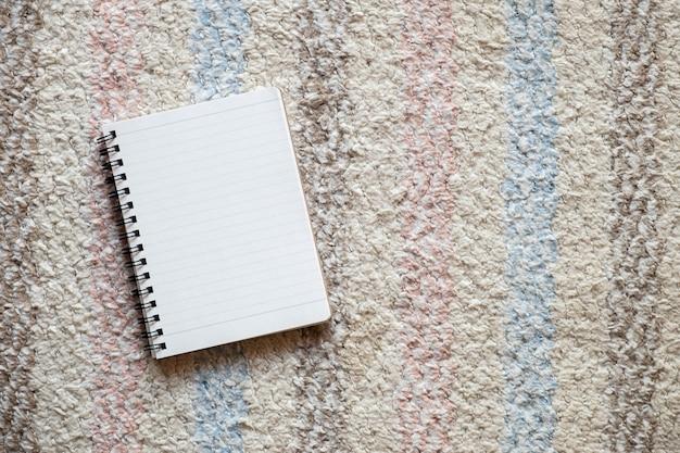 Vista superior do notepad vazio, cópia espaço