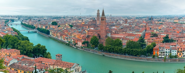 Vista superior do panorama de verona na itália Foto Premium
