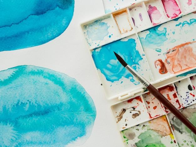 Vista superior do pincel com cores