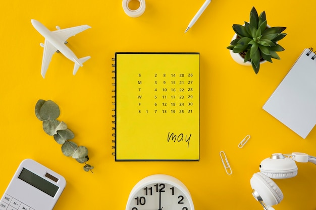 Vista superior do planejador de calendário para férias