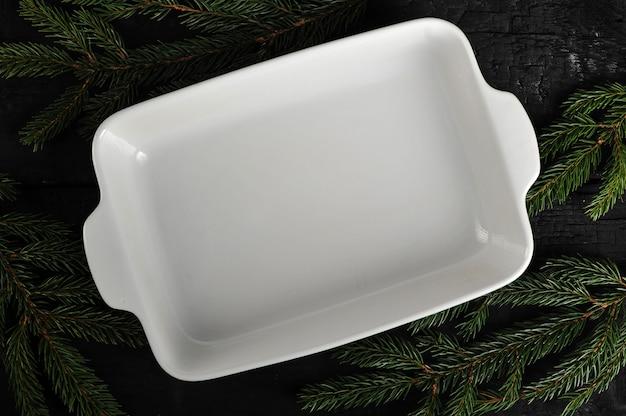 Vista superior do prato branco-vazio