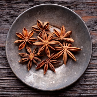 Vista superior do prato com anis estrelado