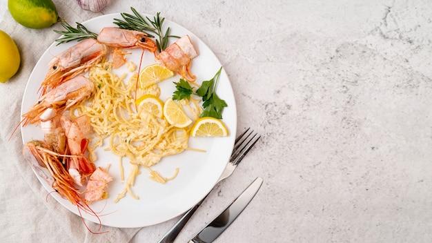 Vista superior do prato de frutos do mar deliciosos