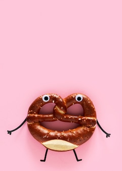 Vista superior do pretzel com chocolate e espaço de cópia