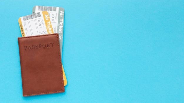 Vista superior do quadro do passaporte e ingressos
