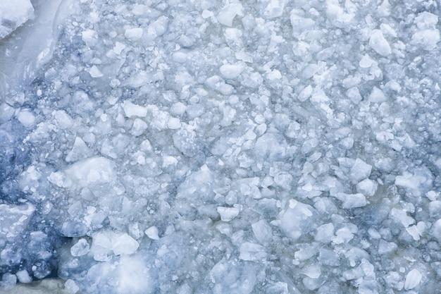 Vista superior do rio coberto de gelo