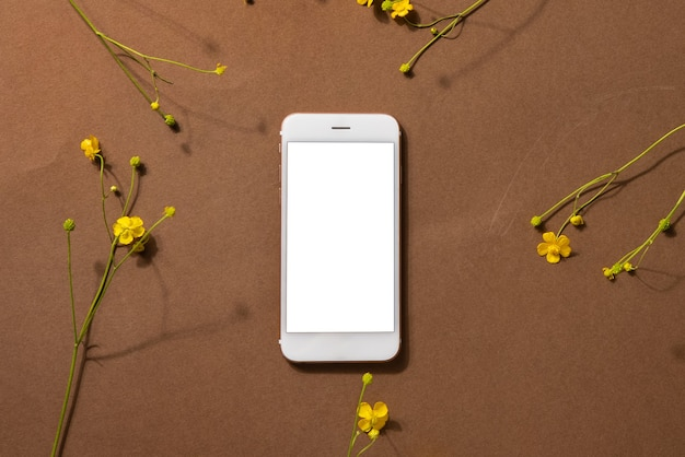 Vista superior do smartphone com flores