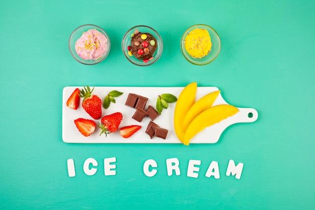 Vista superior do sorvete diferente com os ingredientes