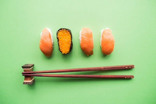 Vista superior do sushi.