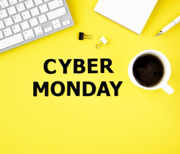 Vista superior do teclado com café para cyber segunda-feira