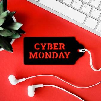 Vista superior do teclado com planta e fones de ouvido para cyber segunda-feira