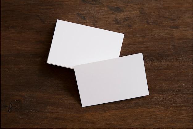 Vista superior dos cartões de visita em branco