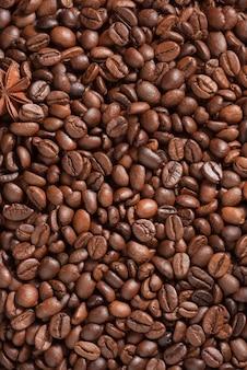 Vista superior dos grãos de café para o fundo