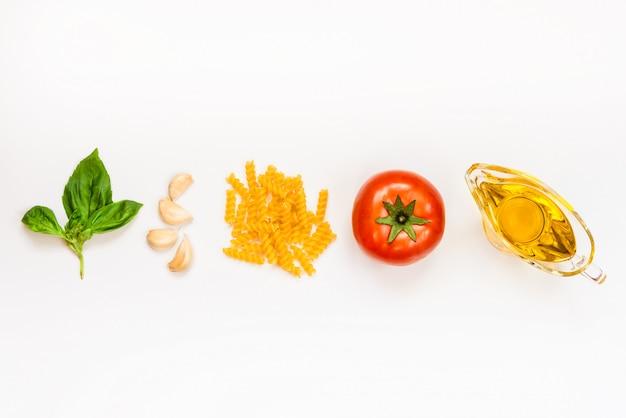 Vista superior dos ingredientes da massa em branco