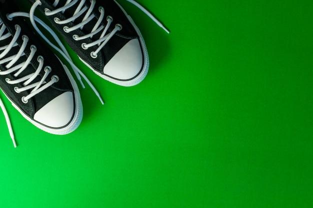Vista superior dos novos tênis da moda preto