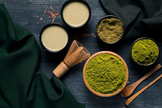 Vista superior dos tipos de granulação do chá verde