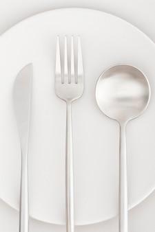 Vista superior elegante talheres em cima da mesa