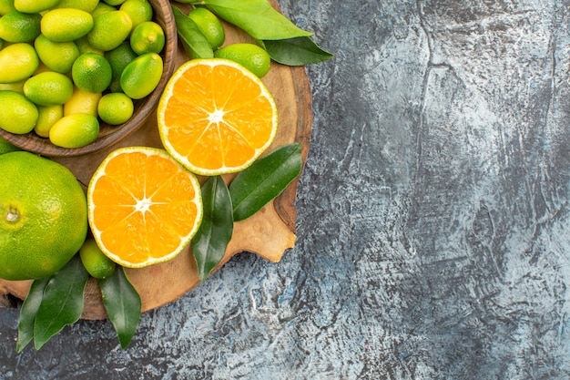 Vista superior em close-up frutas cítricas as frutas cítricas apetitosas na tigela laranjas tangerinas Foto gratuita