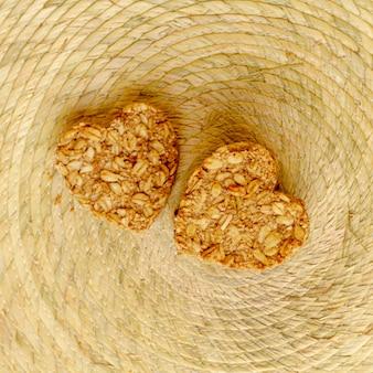 Vista superior em forma de coração de cereais