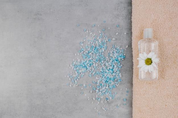 Vista superior espalhados sal de banho