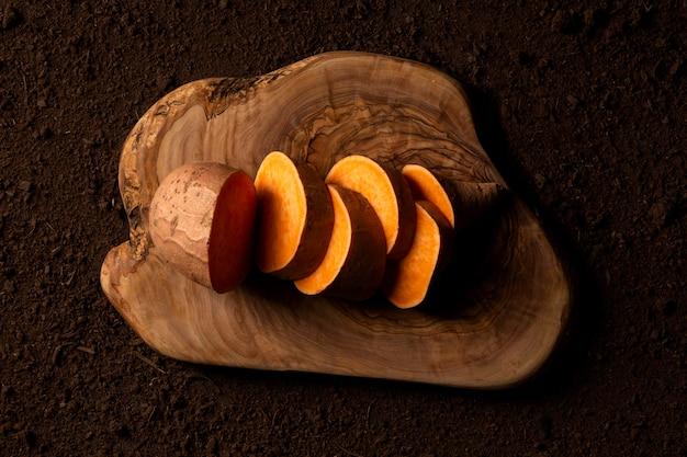 Vista superior fatiada de batata-doce