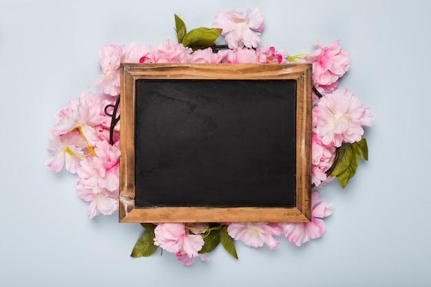Vista superior flor flores em torno do quadro