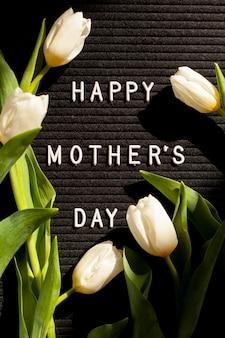 Vista superior flores e mensagem para o dia das mães