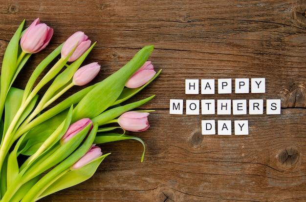 Vista superior flores e saudação do dia das mães