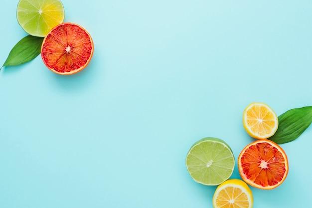 Vista superior frutas cítricas nos cantos