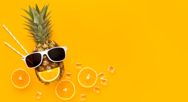 Vista superior frutas de verão com espaço de cópia