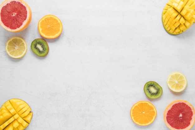 Vista superior frutas exóticas e frescas com espaço de cópia
