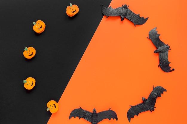 Vista superior halloween abóboras e morcegos
