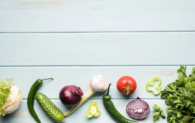 Vista superior ingredientes vegetarianos cópia espaço