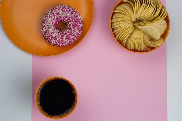 Vista superior junk food rosa fundo cópia espaço