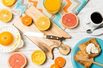 Vista superior laranjas no café da manhã