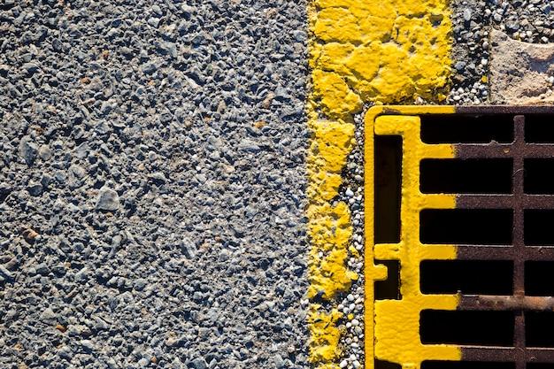 Vista superior linha de estrada com dreno
