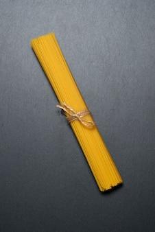 Vista superior: macarrão ou espaguete italiano