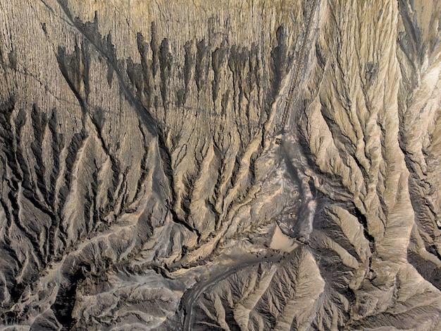 Vista superior marrom cratera vulcão ativo texturizado